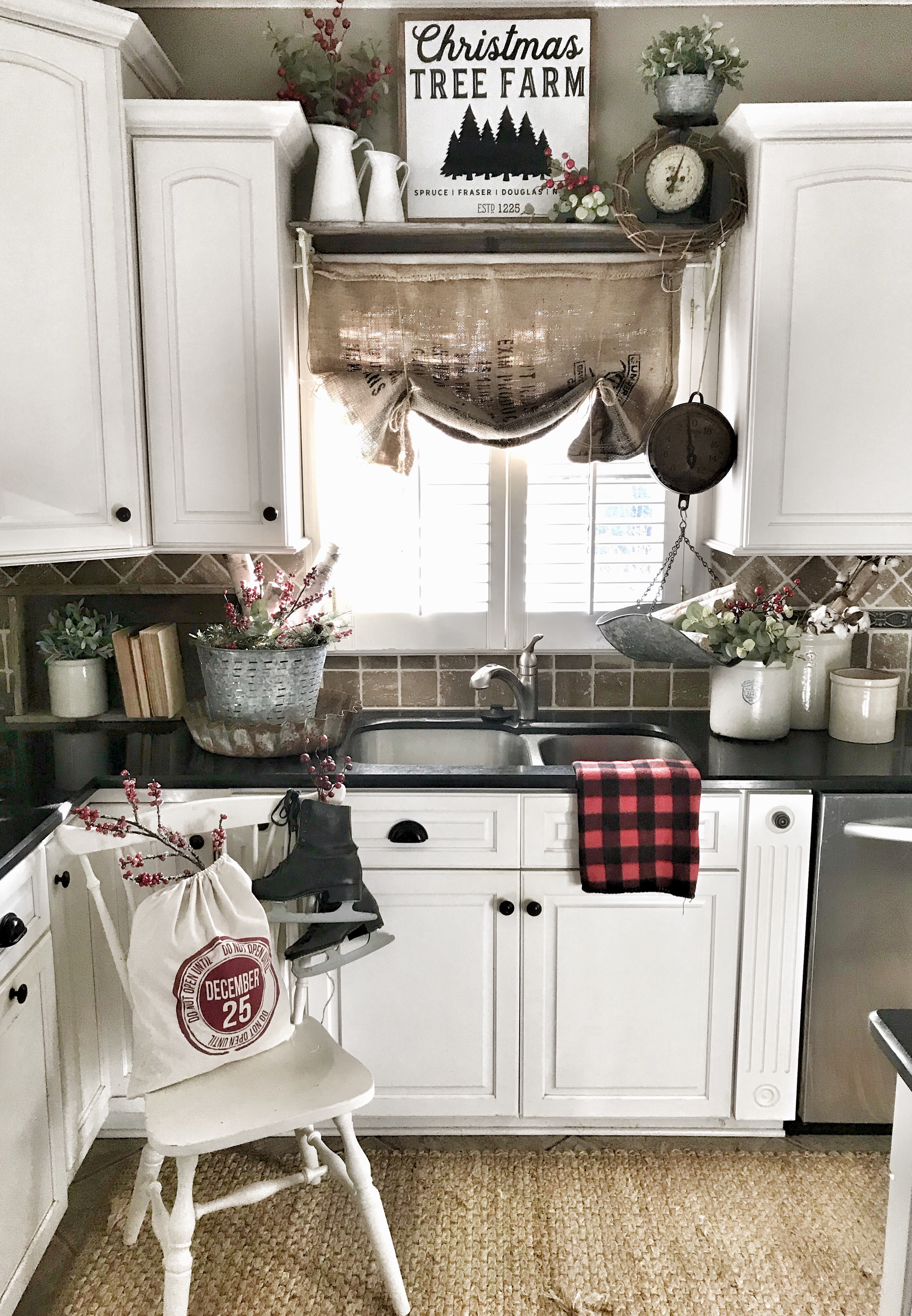 Christmas kitchen home tour