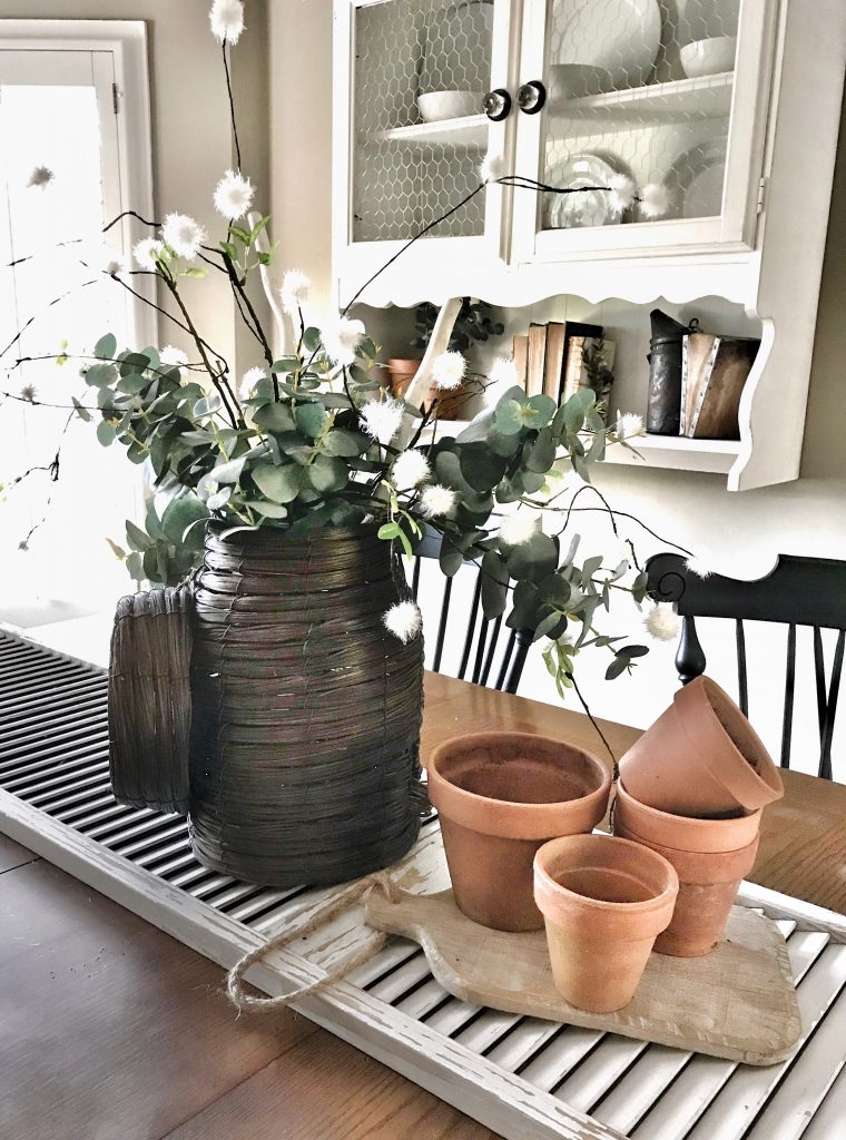 clay pots in centerpiece