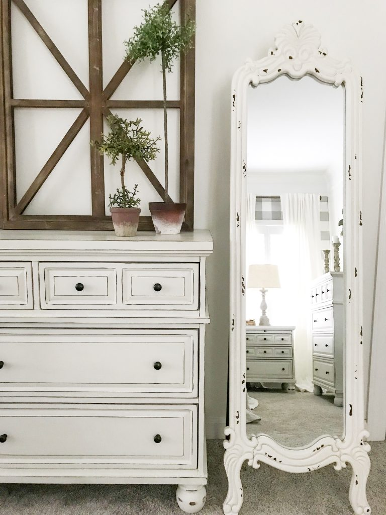 white distressed mirror and dresser