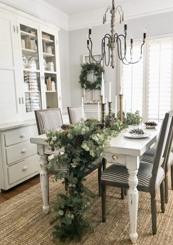 Christmas Dining Room Decor and Entryway