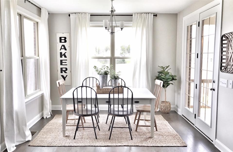 farmhouse decorated breakfast nook