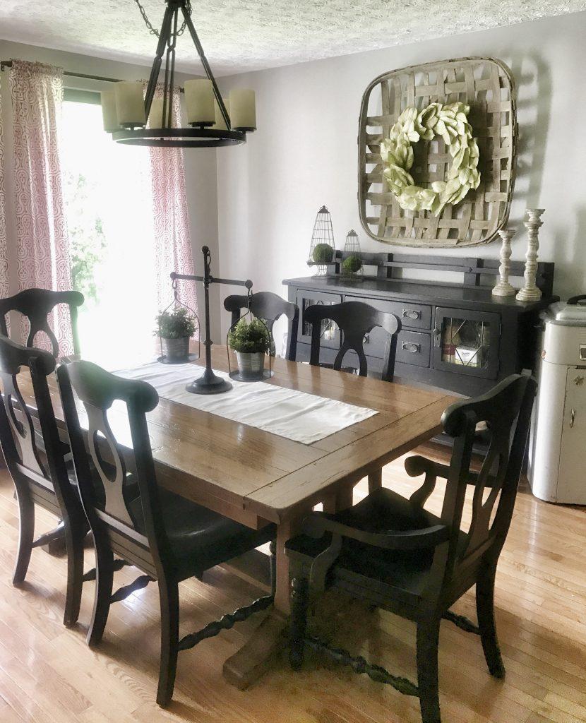 dining room with farmhouse decor