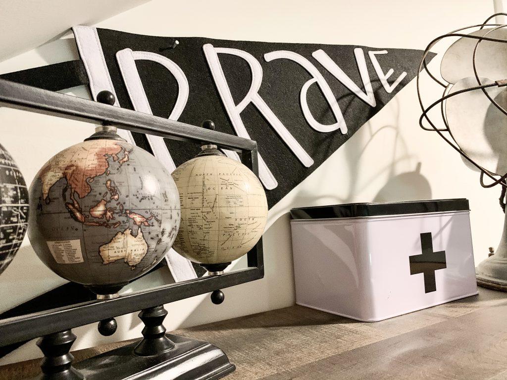 globe decor in boy's bedroom